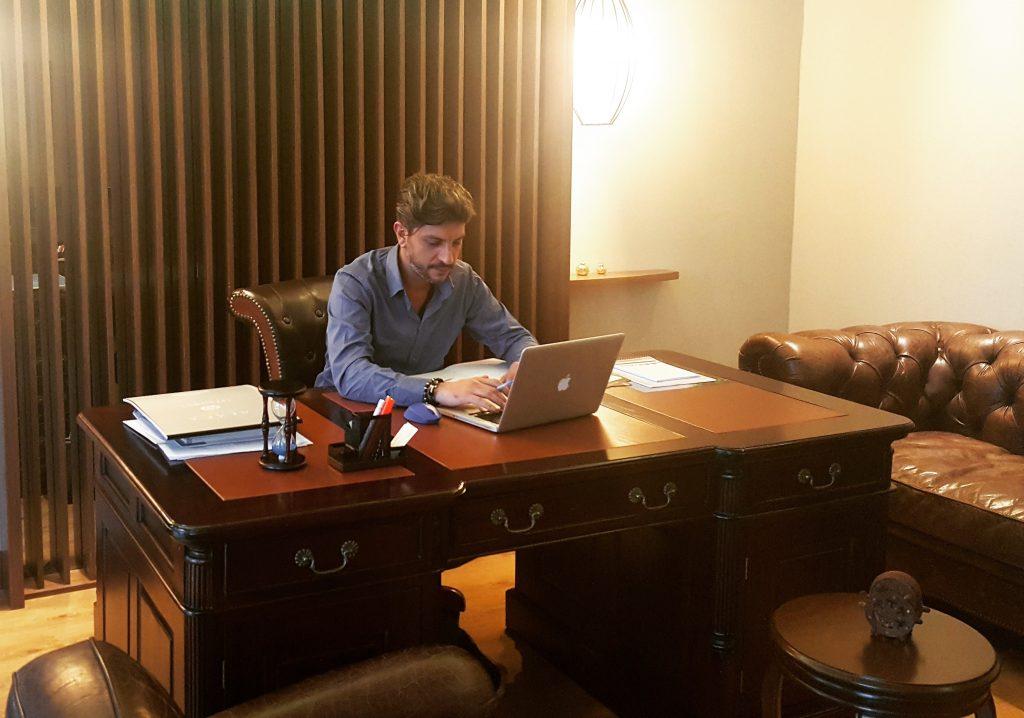 Ayhan Özer Bürosu